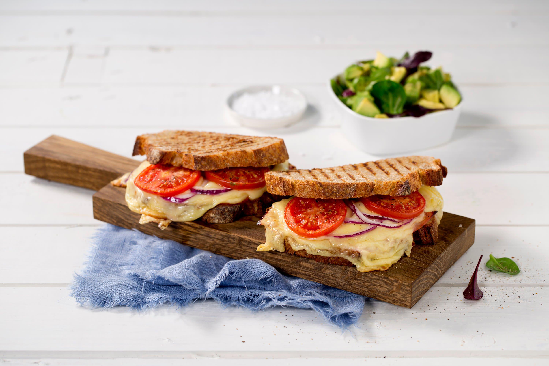 Grillet Jarlsberg®-smørbrød med avokadosalat