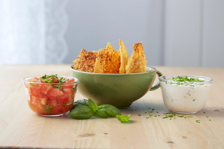 Norvegiasnacks med tomatsalat og kesamdipp