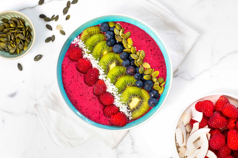 Smoothie bowl med bringebær og blåbær