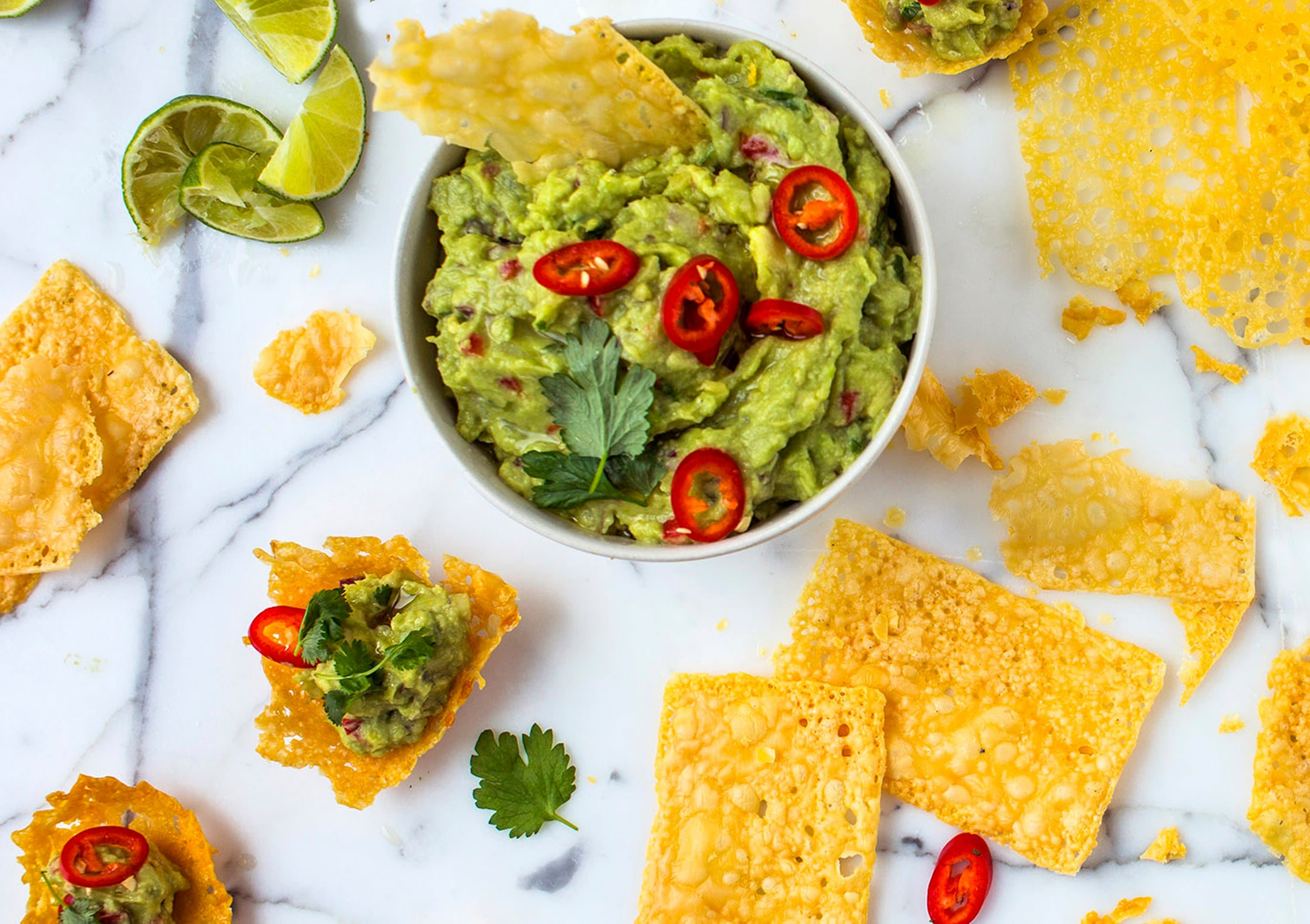 Ostechips med guacamole