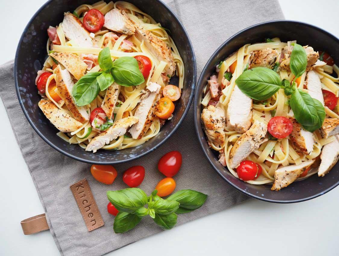 Kremet melkefri pasta med kylling
