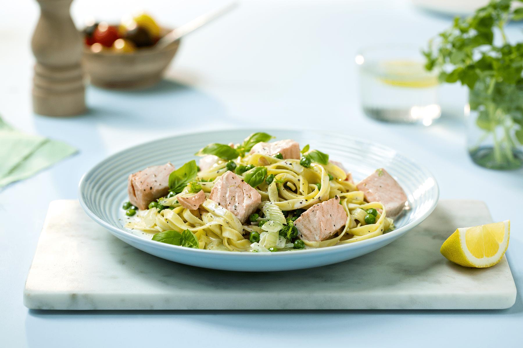 Kremet pasta med laks uten fløte