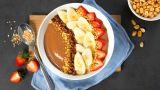 Sjokolade-smoothie bowl med banan og peanøtter
