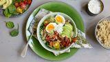 Middagsbowl med egg og urtedressing