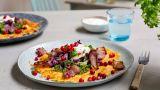 Potetpannekake med bacon, grønnsaker og rømme