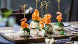 Cheese balls med røkelaks og dill