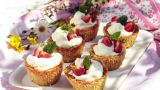 Havreformer med krem og jordbær