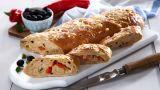 Brød med ost og oliven