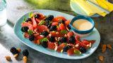 Grapefruktsalat med bjørnebær og glaserte mandler