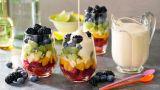 Regnbue-fruktsalat i glass