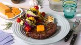 Grillet entrecôte med grønnsaker og kryddersmør