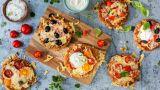 Minipizza med skinke og rømmedipp