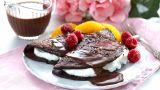 Sjokoladepannekaker med sjokoladesaus