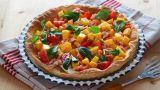 Fargerik pai med krepsehaler og mango