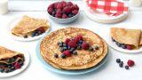 Grove pannekaker med bær