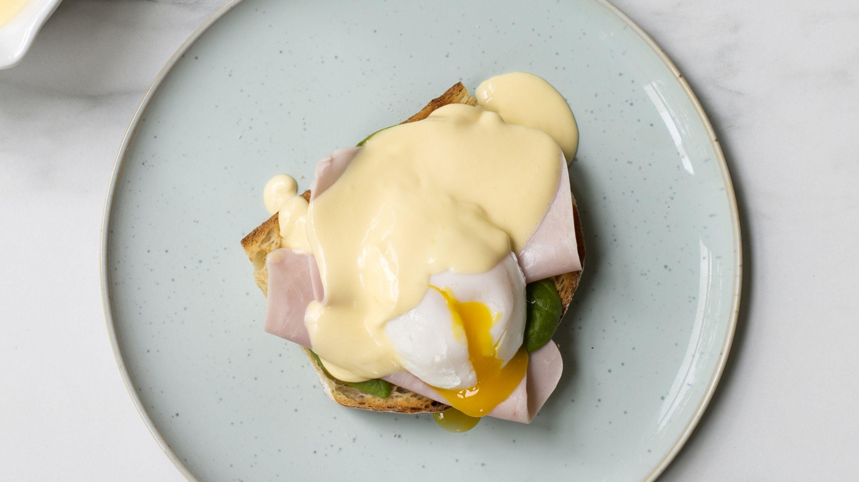 Eggs Benedict med Crème Fraîche-hollandaise