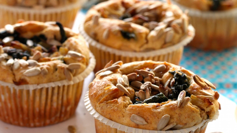 Muffins med kesam, spinat og solsikkefrø