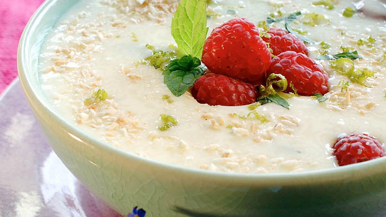 Yoghurtsuppe med kokos og lime