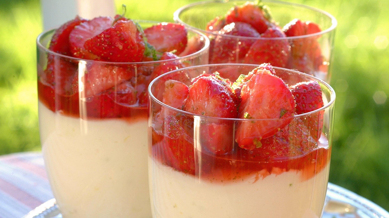 Dessert med basilikumjordbær