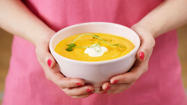 Gulrotsuppe med kanel og yoghurt