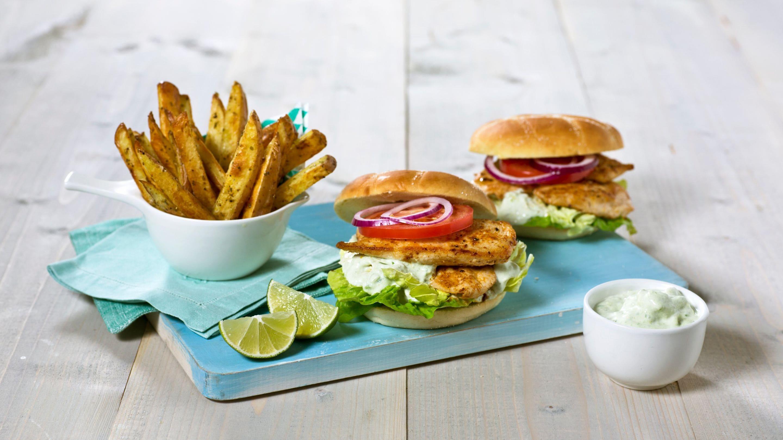 Kyllingfiletburger med avokado- og rømmesaus