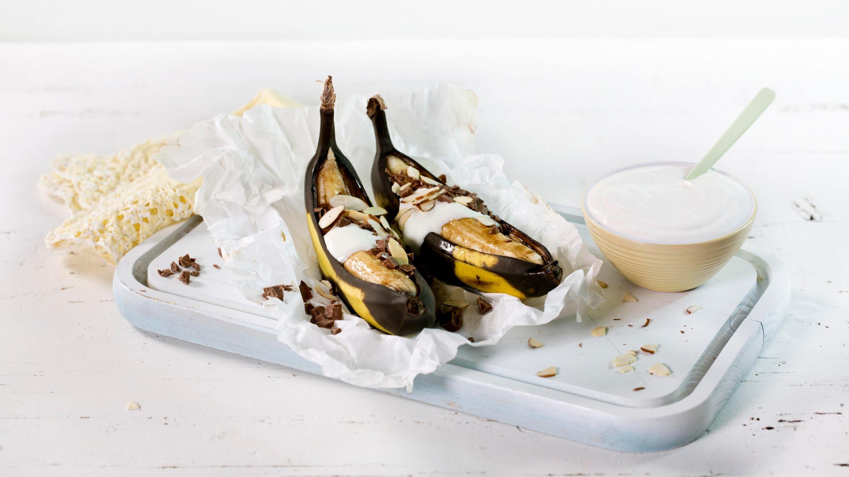 Bakt banan med melkesjokolade og vaniljekesam