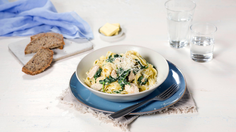 Spagetti med kylling og spinat i ostesaus