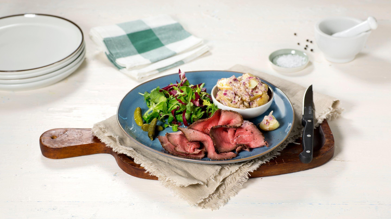 Kremet potetsalat med roastbeef