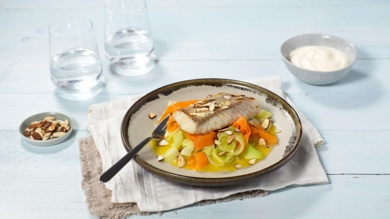 Seifilet med smørdampede grønnsaker