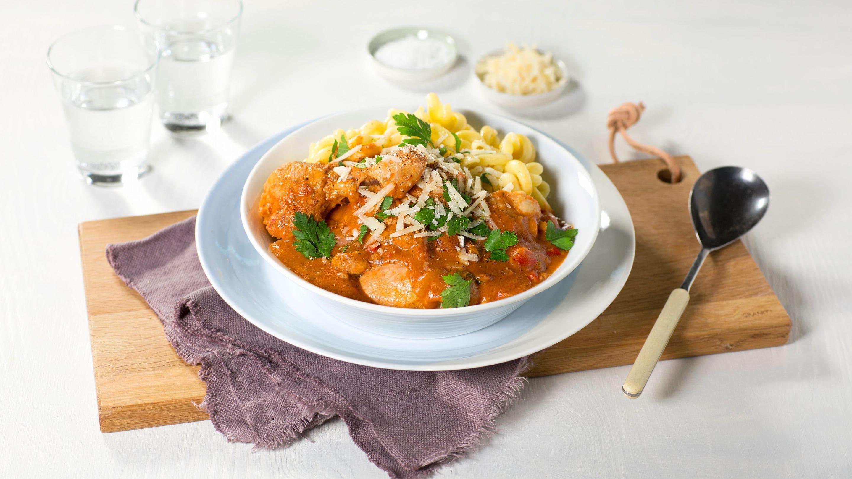 Kylling i tomatsaus med pasta