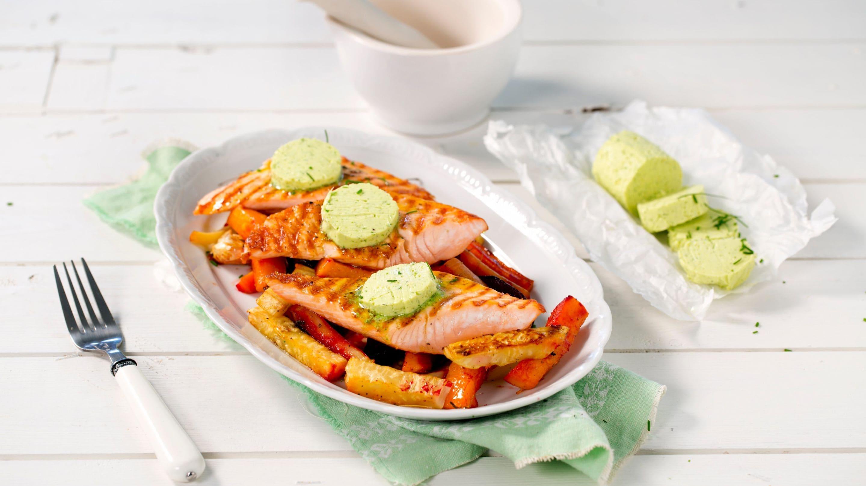 Grillet laks med bakte rotgrønnsaker og ingefærsmør