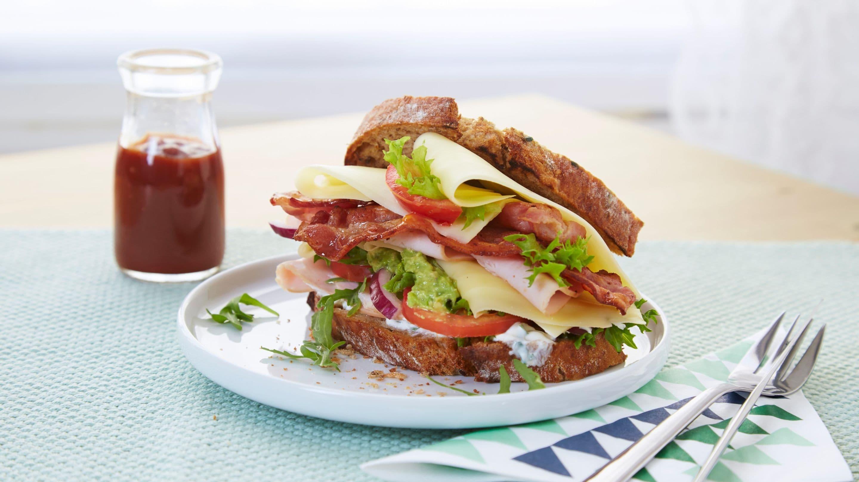 Club Sandwich med avokadomos