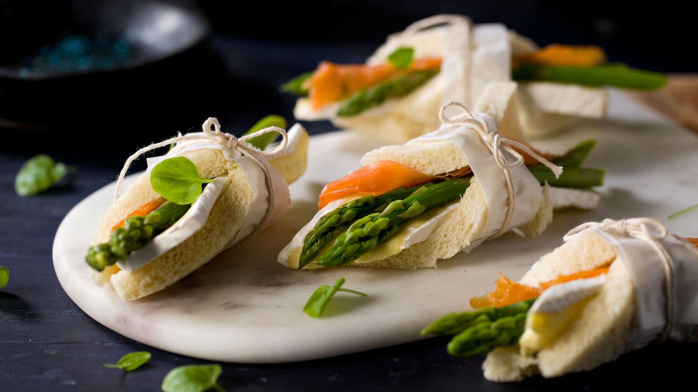 Loffruller med brie, asparges og røkelaks