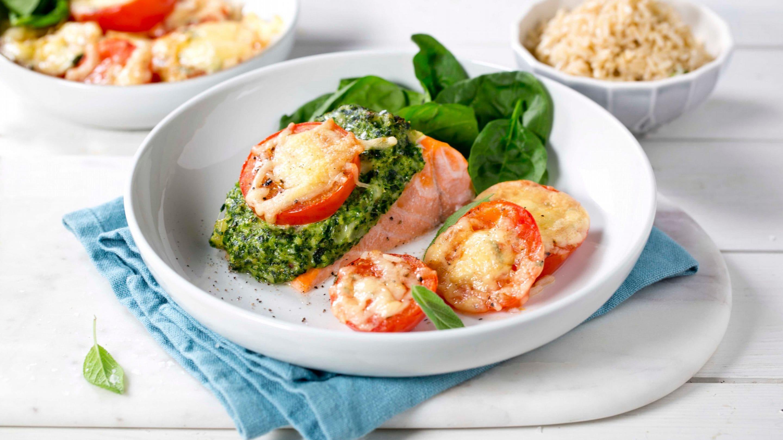 Ovnsbakt laks med tomat og spinat