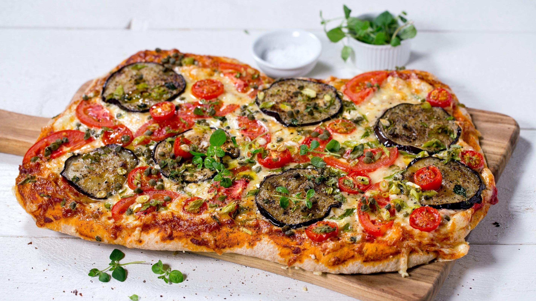 Vegetarpizza med vårløk og aubergine
