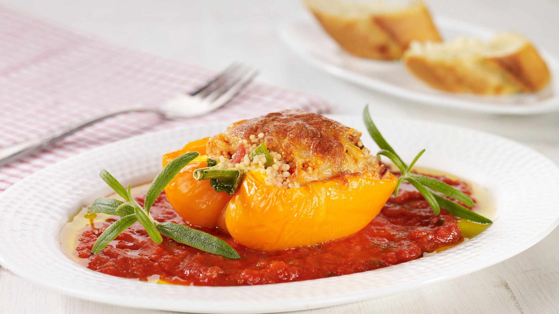 Fylte paprikaer med hot tomatsaus