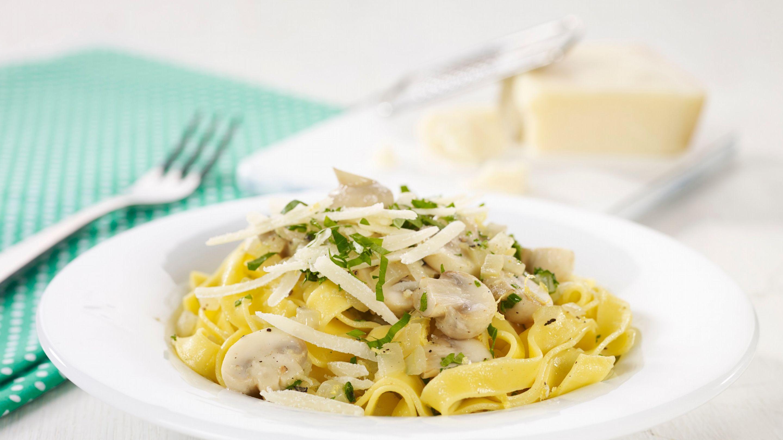 Rask pasta med sopp, hvitløk og sitron