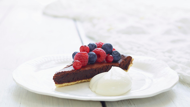 Sjokoladeterte med bær
