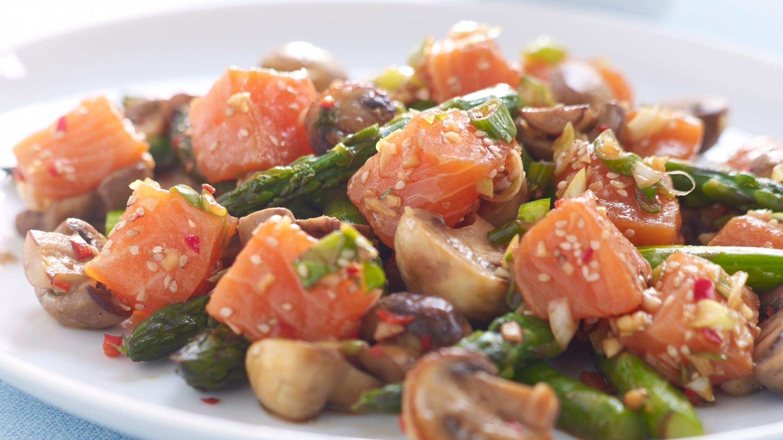 Marinert SALMA med aspargessalat