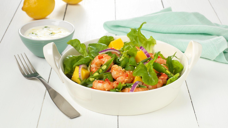 Salat med ingefær- og chilistekte scampi