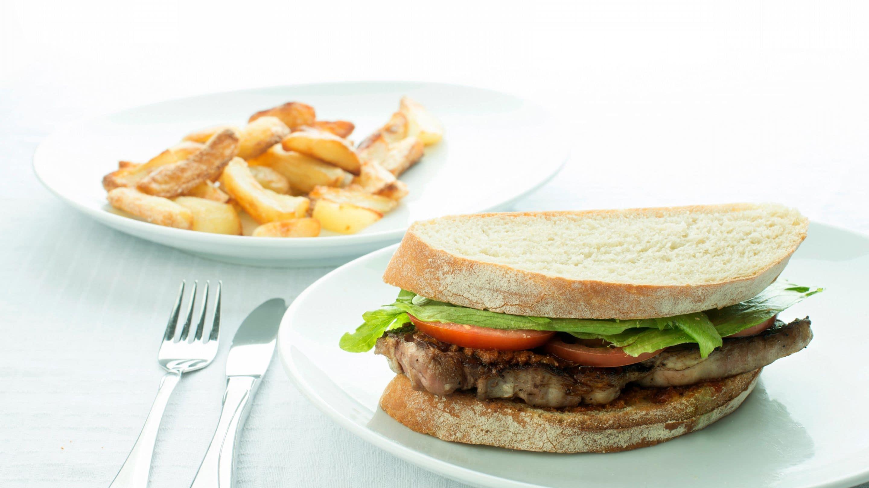 Oppskrift og enkelt middagstips med Varm biffsandwich