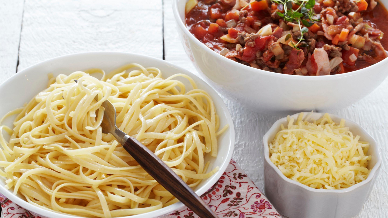 Pasta og kjøttsaus med bacon