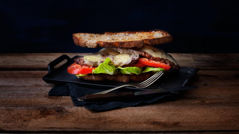 Bookmakers Sandwich med entrecote og Norvegia