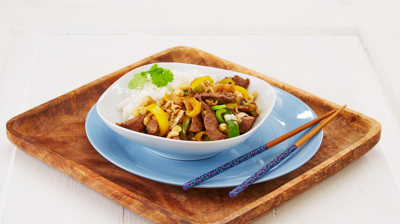 Rask wok med biff og cashewnøtter