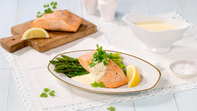 Grillet laks med asparges og hollandaisesaus