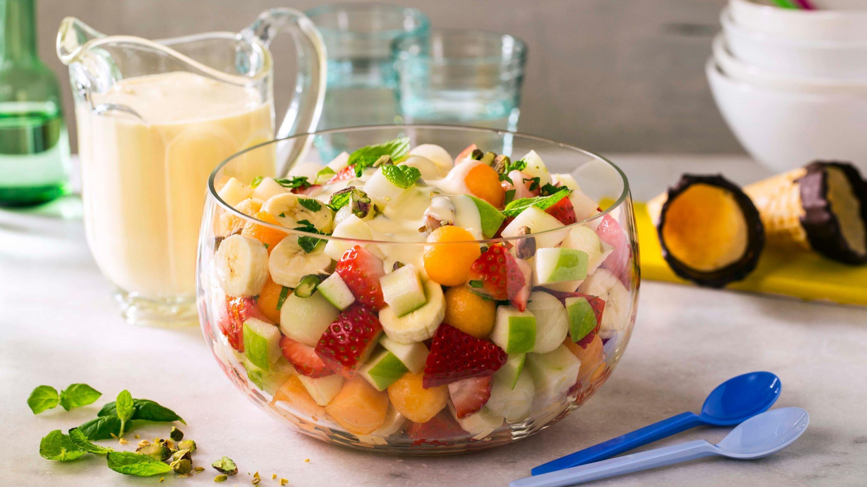 Klassisk fruktsalat med vaniljesaus