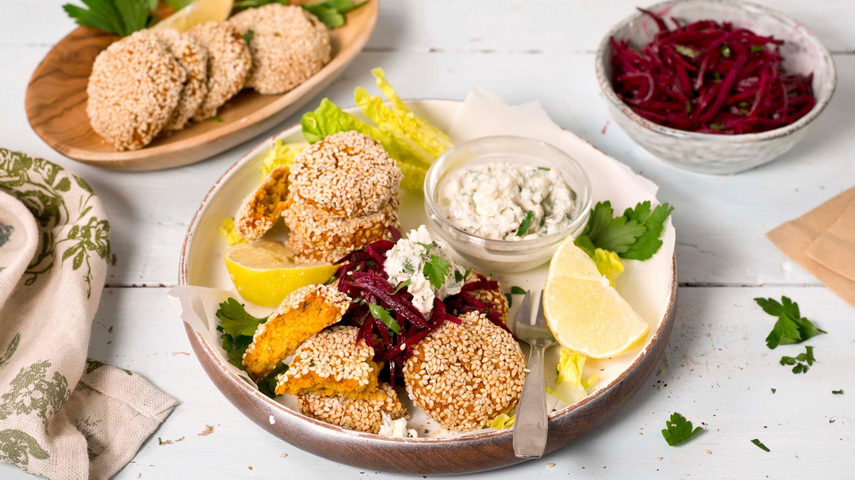 Gulrot-falafel med rødbetesalat