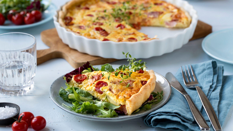 Pai med skinke og tomat