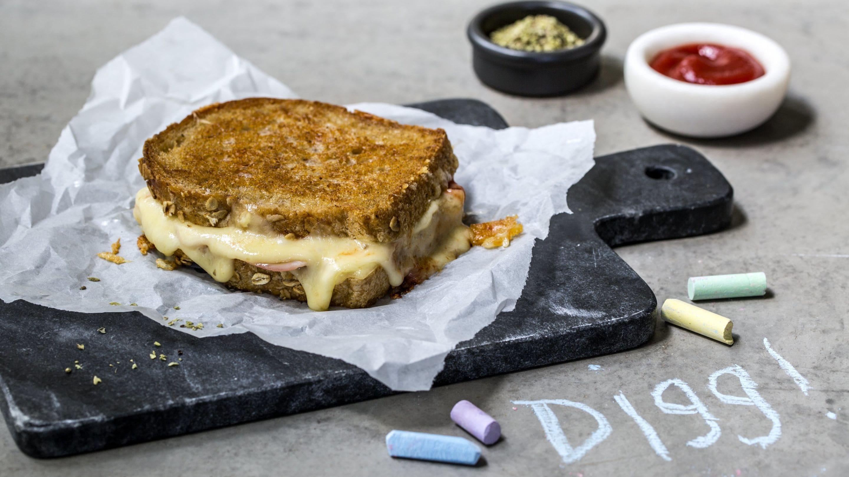 Ostesmørbrød med Norvegia® og skinke