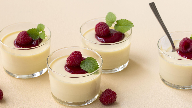 Panna cotta med vanilje og bringebærsaus